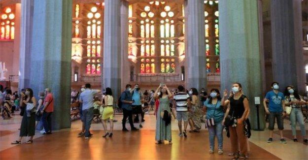Barcelona: la Sagrada Familia basílica vuelve a abrir