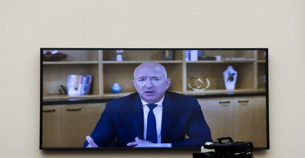 Bezos dice la falsificación de productos en Amazon son 'azote'