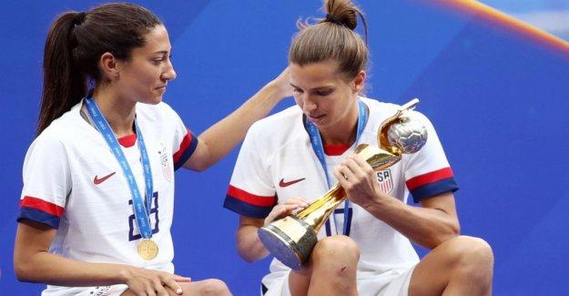 Cómo somos las mujeres del equipo nacional de fútbol de los jugadores están ayudando a los compañeros de las mujeres empresarias