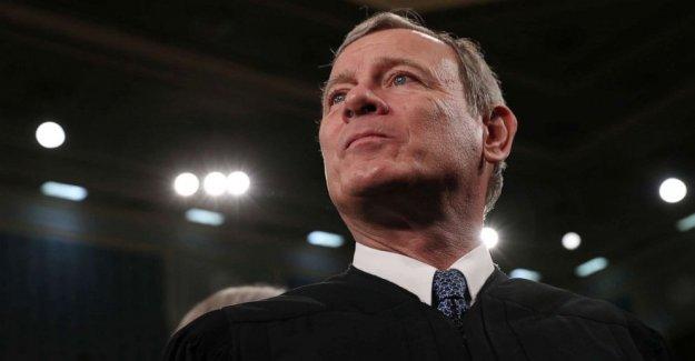 Con fundamental votos, el Jefe de Justicia, John Roberts, confunde los conservadores y los liberales