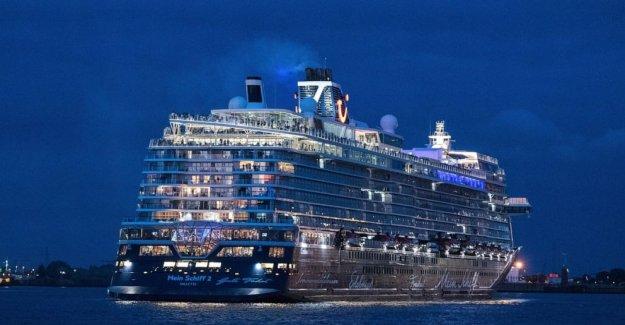 Crucero alemán zarpa, la esperanza de un corto viaje en bancadas de virus