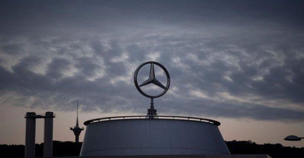 Daimler perdido $2.2 mil millones en Q2, ve signos de recuperación