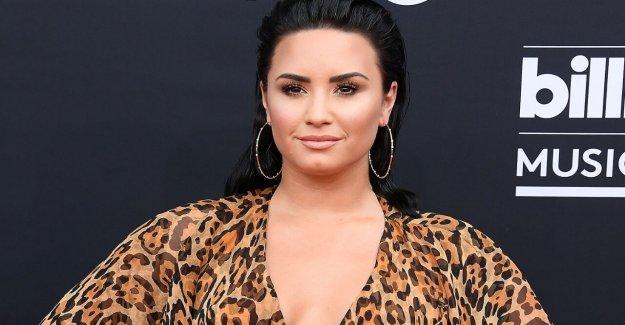 Demi Lovato dice que se siente libre de sus 'demonios' de 2 años después de su sobredosis: 'Gracias a Dios'