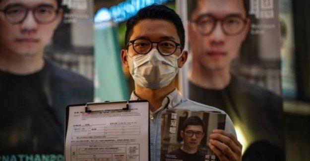 Destacado activista por la democracia huye de Hong Kong