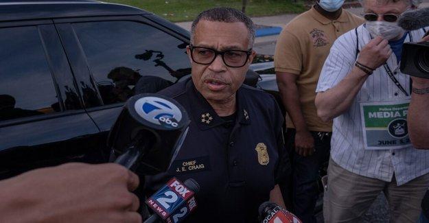 Detroit oficial dispara, mata a espada en ristre hombre que lanzó la daga en su rostro, el jefe de policía dice