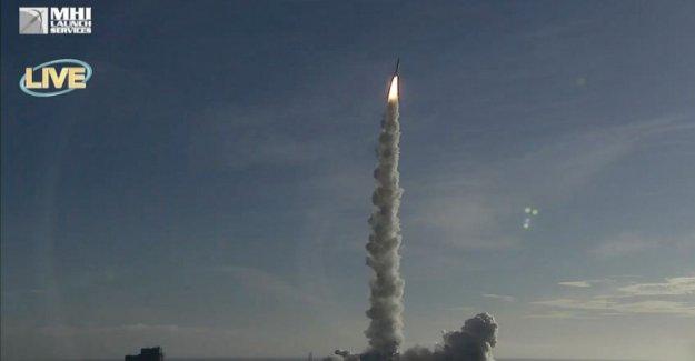 EMIRATOS árabes unidos Amal los cohetes de la nave espacial hacia Marte en el mundo Árabe, de 1 de
