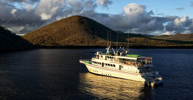 Ecuador de la marina en alerta 260-fuerte flota China se acerca a la de las Islas Galápagos
