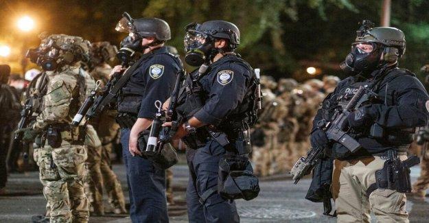 El DHS empuja contra reclamar a los agentes federales a la detención de Portland manifestantes no se identifican a sí mismos