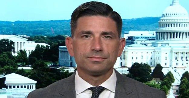 El DHS jefe slams de la cámara de representantes para llamar a la policía federal 'stormtroopers'