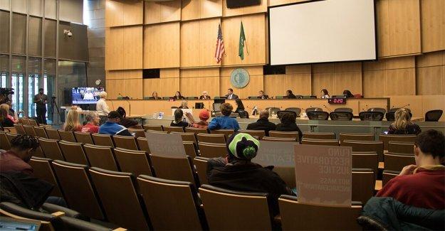 El alcalde de Seattle, a los regidores ver los mensajes ofensivos escrito fuera de las casas: 'Dimitir bi---'