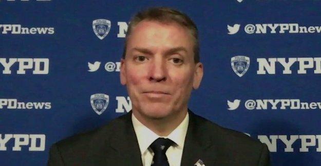 El comisionado del NYPD se hace temprano en la mañana visita de los manifestantes
