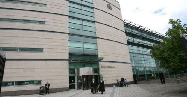 El hombre en la corte después de las drogas y de £50.000 encontrado