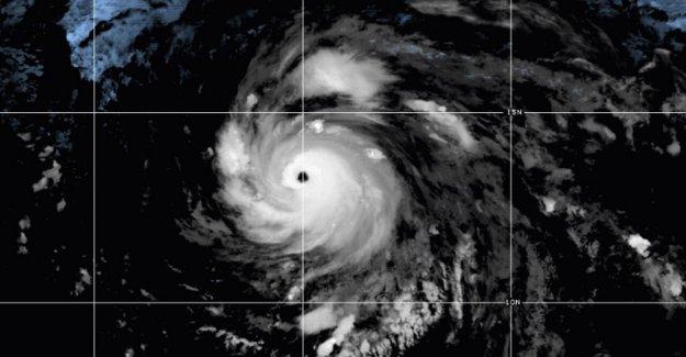 El huracán Douglas es importante tormenta de Categoría 3, puede traer fuertes vientos y la lluvia a Hawaii