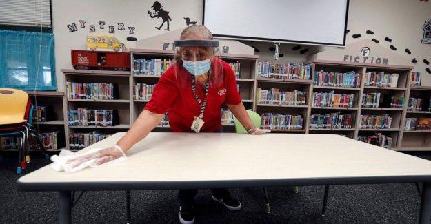 En medio de virus, la incertidumbre, los padres deciden cómo los niños de la escuela