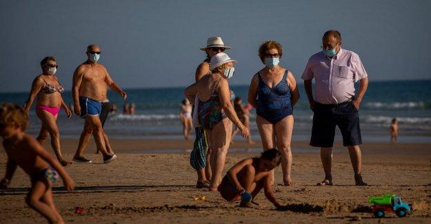 España tiene en la mira a discotecas y playas como virus rebotes