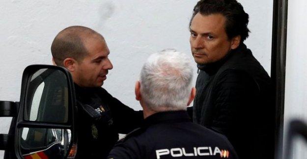 Ex-Mexicano del petróleo, el jefe deja a España para enfrentar cargos