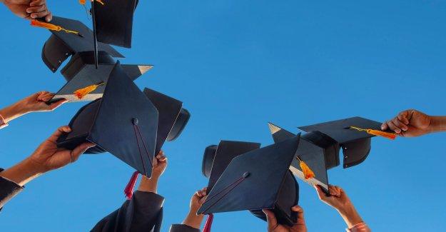 Florida instar a los funcionarios de la cuarentena después de una posible coronavirus de la exposición a una masiva ceremonia de graduación