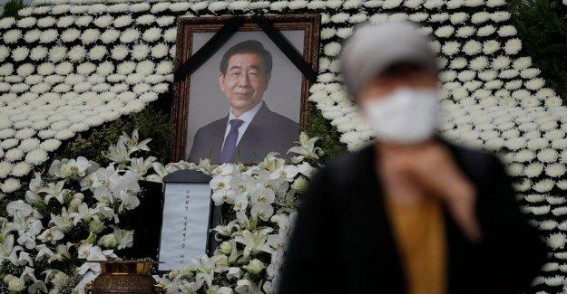 Funeral por el alcalde de Seúl a cabo como acusación detalles emergen