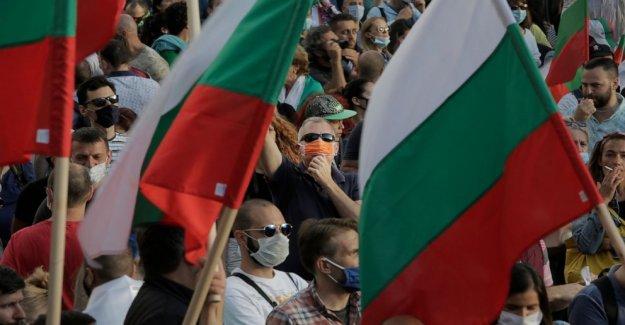 Gobierno búlgaro caras no-voto de confianza en medio de las protestas