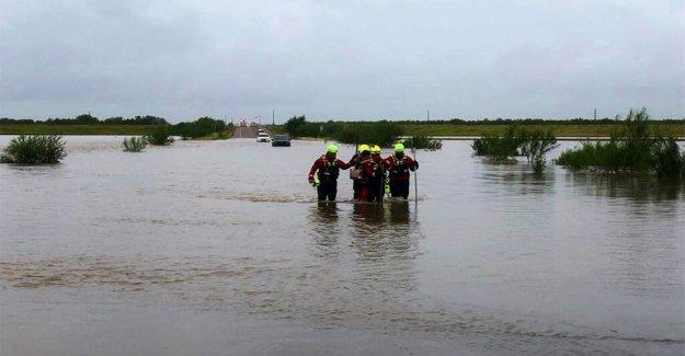 Hanna inundaciones vuelve mortal en México como rescates en el agua de continuar en el Sur de Texas