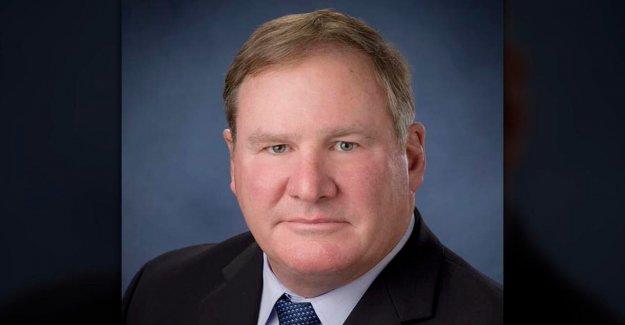 Illinois jefe de la policía, ex agente del Servicio Secreto que toma una bala de Reagan anuncia el retiro
