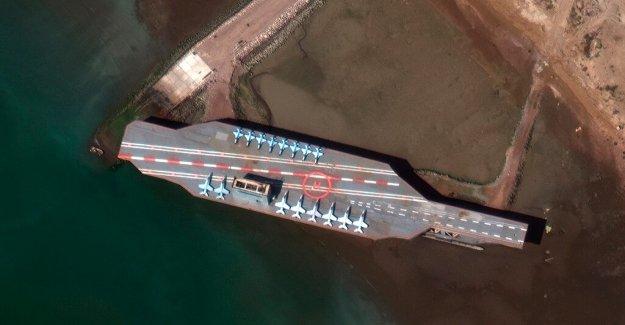Irán dispara misiles del helicóptero en la réplica de los portaaviones en el Estrecho de Ormuz: informe