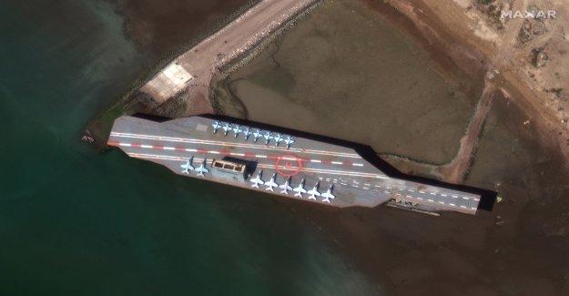 Irán se mueve burlarse de portaaviones en el Estrecho de Ormuz, por delante de aparente en vivo-simulacro de incendio