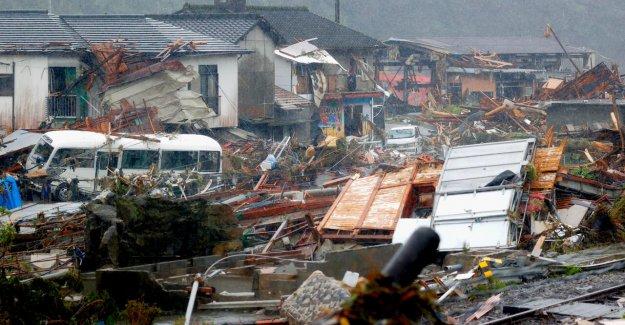 Japón inundaciones número de muertos se eleva a 53, de una docena de desaparecidos como lluvias torrenciales propagación a través de la región