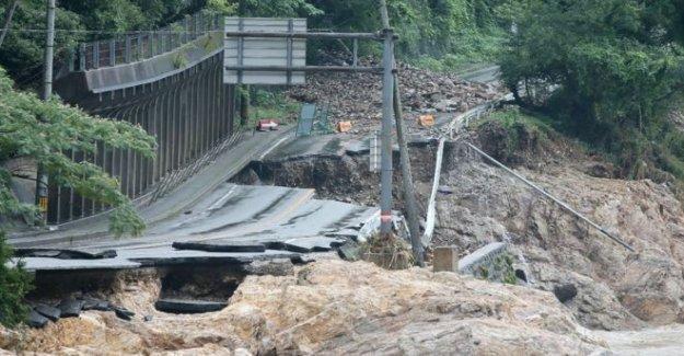 Japón se prepara para más lluvia como el número de muertos se eleva