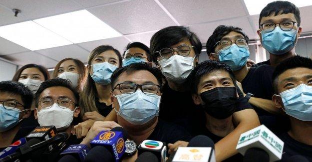 Jóvenes activistas, localists parte superior de Hong Kong a favor de la democracia encuestas