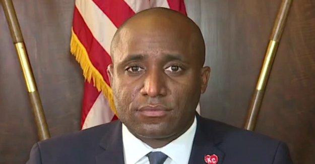 Kansas City el alcalde da la bienvenida a la ayuda federal en la solución de los asesinatos, pero se preocupa por el Triunfo de los motivos de la