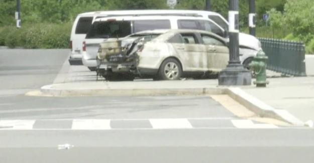 La Corte suprema de vehículo en llamas, 1 persona en custodia