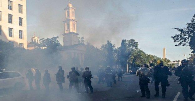 La Guardia nacional oficial de desafíos Triunfo de la cuenta de administración de la Casa Blanca de protesta de la ofensiva