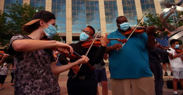 La ciudad de Aurora demandada por la respuesta de la policía a 'violín vigilia' siguiente Elías McClain muerte