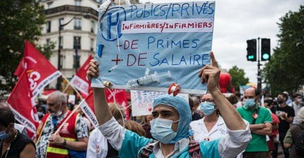 La francia de los trabajadores de la salud dado histórico que los aumentos de salario