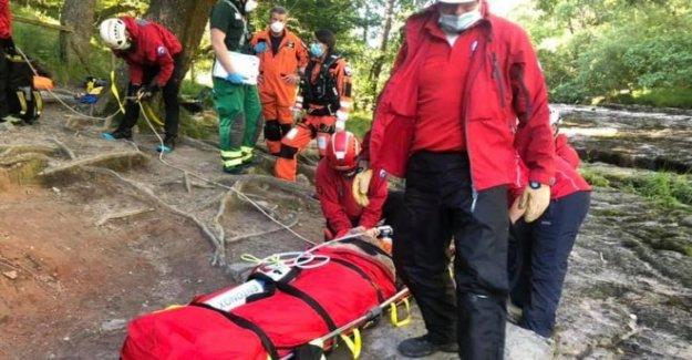 La mujer, de 65 años, guardado en cascada de rescate