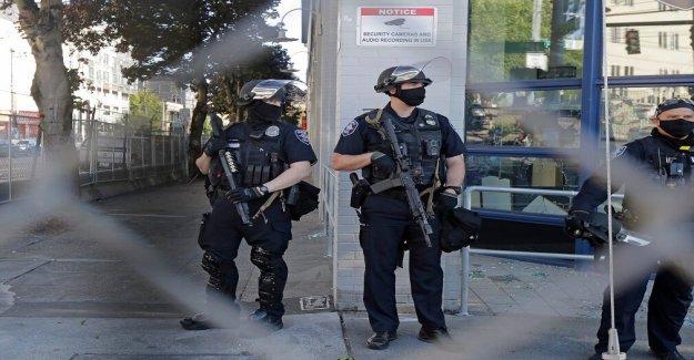 La policía de Seattle declarar disturbios después de que los manifestantes prendieron fuego a la construcción del sitio