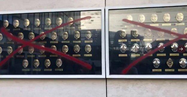 La policía de los ángeles memorial a los agentes caídos es desfigurado con el crudo mensajes