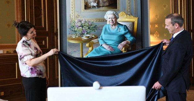 La reina Isabel II se une virtual develación del retrato