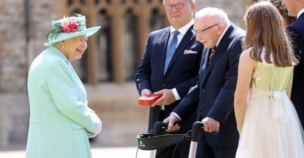 La reina hace el capitán. Tom un caballero al 100, no requiere de rodillas