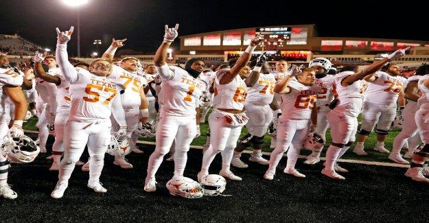 La universidad dice que los Ojos de Texas' permanecerá en la escuela de la canción a pesar de los atletas Negros' de protesta