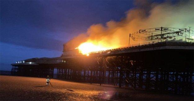 Las cuadrillas de bomberos abordar blaze en Pier Blackpool