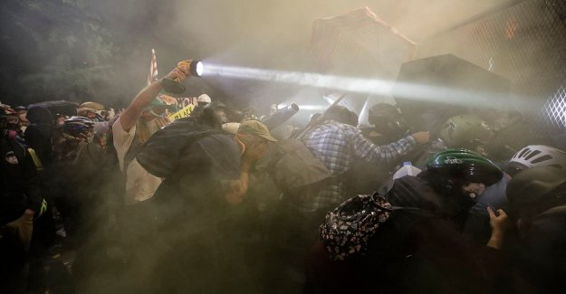 Las protestas de américa: Manifestaciones, disturbios violentos se espera que continúe en todo el país
