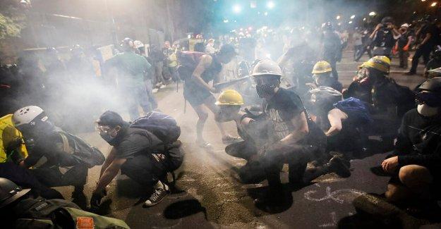 Las protestas de estallar en Tempe, Ariz., y Austin, Texas - como Portland ve su 61ª noche consecutiva de disturbios