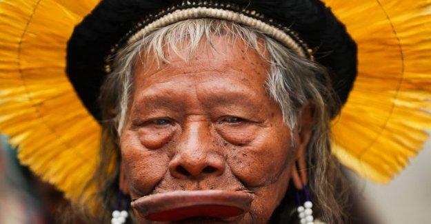 Líder indígena Raoni se recupera de la enfermedad en Brasil