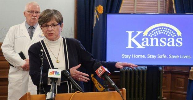 Los temores acerca de la apertura de las escuelas de Kansas de la unidad del estado máscara de orden