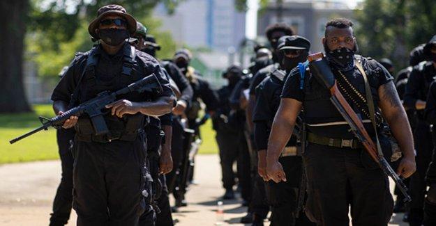 Louisville protestas a caer en el caos cuando armadas manifestante accidentalmente le dispara a sí mismo