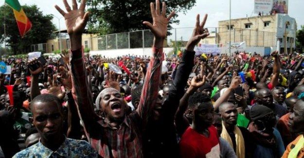 Malí manifestantes ocupan la emisora nacional