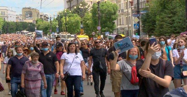 Miles de Rusos de protesta del gobernador de la detención, la demanda 'Putin paso hacia abajo'