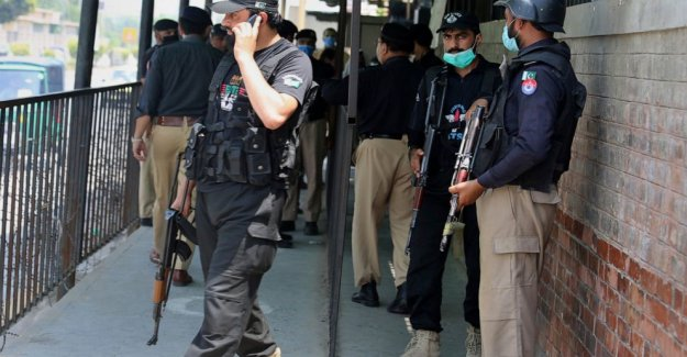 Miles de rally en Pakistán en apoyo de la causa de muerte de Estadounidense